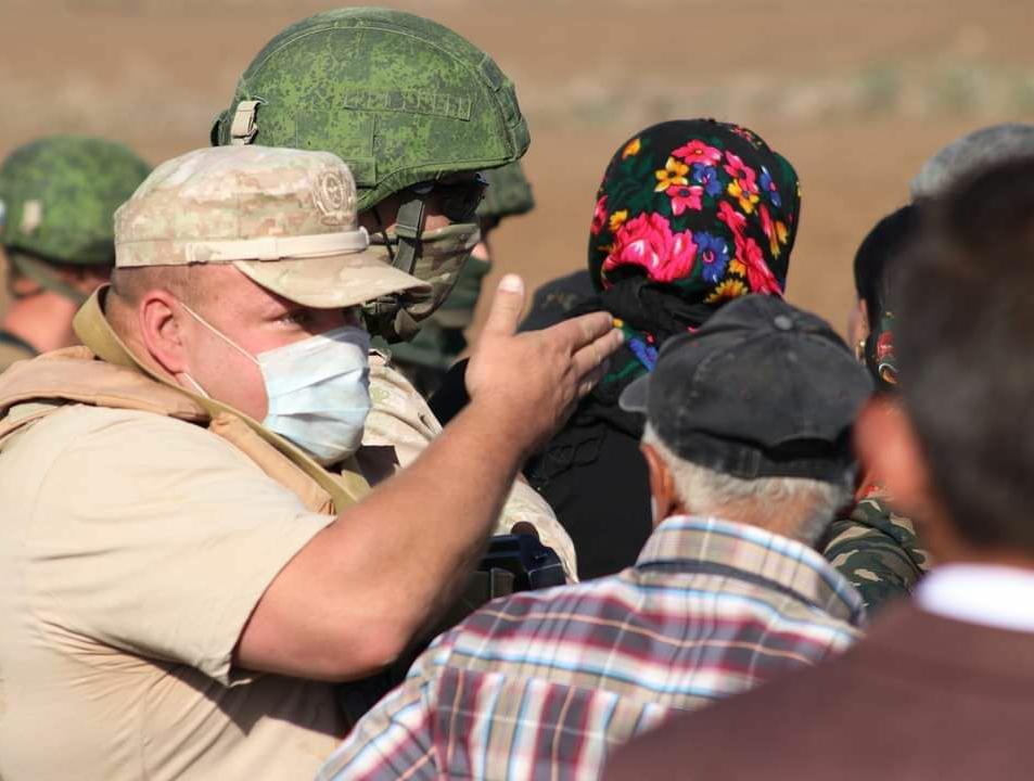 القوات الروسية تصل شمال المالكية لإنشاء قاعدة عسكرية.. المدرعات الأمريكية غائبة والأهالي يتصدون