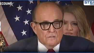 بالفيديو|| صبغة شعر محامي ترامب تضعه في موقف محرج بعد سيلانها على وجهه