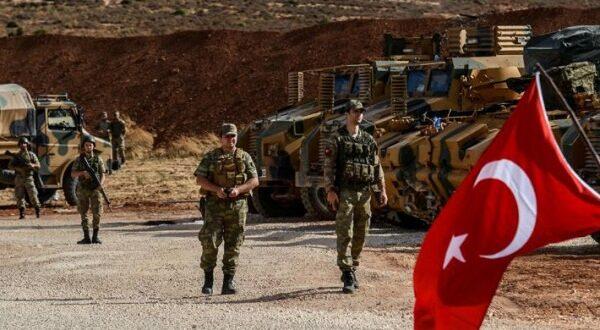 القوات التركية تفكك أبراج الاتصالات في نقطتي المراقبة بقرية معرحطاط في ريف إدلب الجنوبي