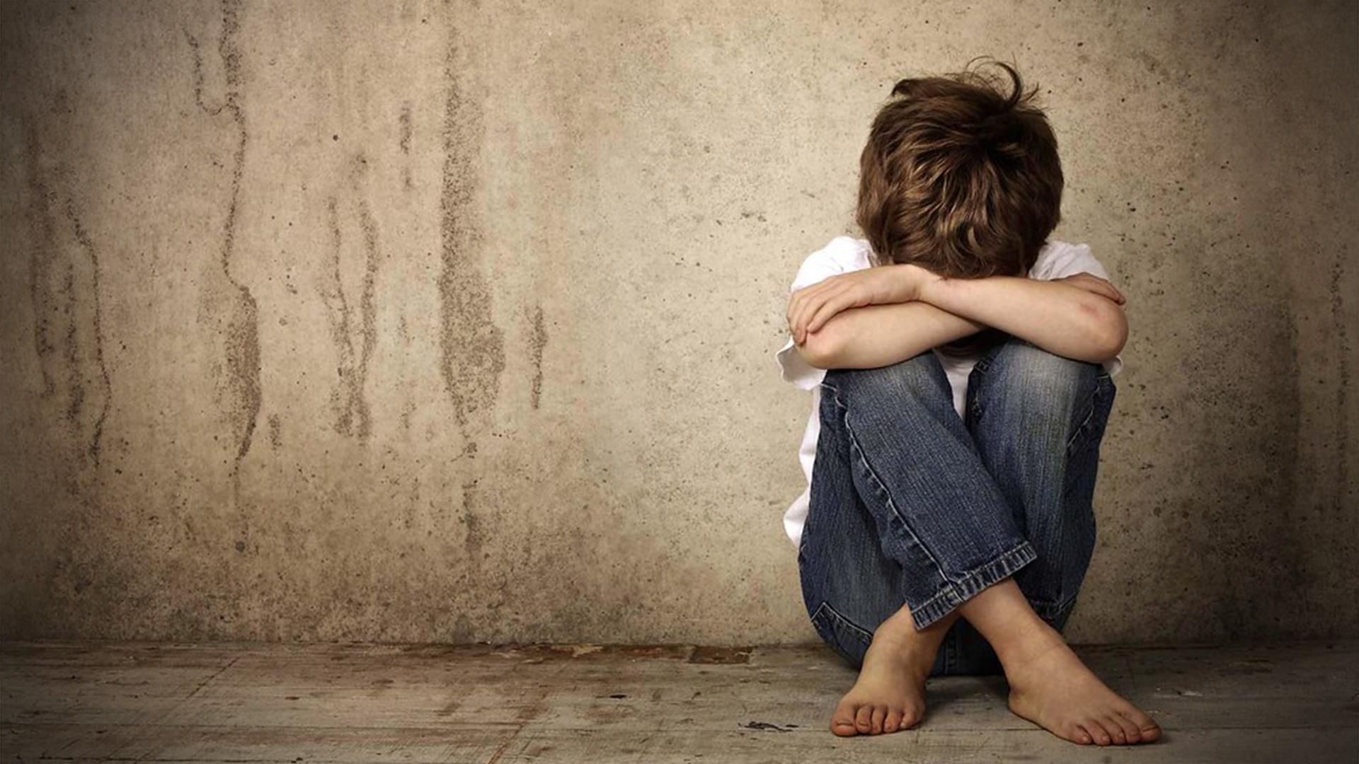 """لبناني يعتدي """"جنسياً"""" على طفل سوري لاجئ في لبنان ويهينه والسلطات اللبنانية تصدر بياناً"""