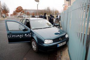 سيارة تصطدم ببوابة المستشارة الألمانية في برلين.. ماذا تحمل ؟