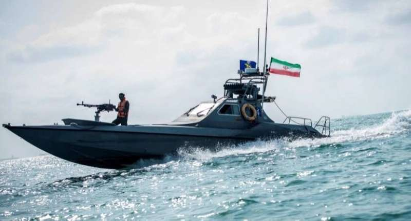 بالفيديو || الحرس الثوري الإيراني يحتجز سفينة ترفع علم بنما ويعتقل بحارتها