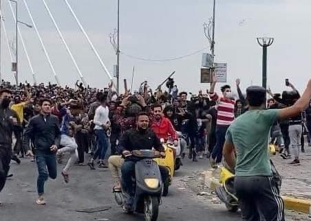 بالفيديو|| احتدام العنف في الناصرية جنوبي العراق لم يمنع المتظاهرين .. ومطالبات بإسقاط الكاظمي