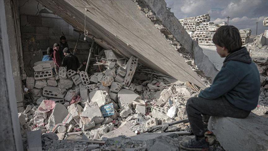 بصواريخ بعيدة المدى.. النظام السوري والطيران الحربي الروسي يقصفان جبل الزاوية