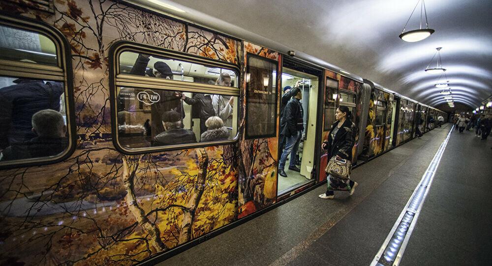فاجأها المخاض في مترو موسكو .. فوضعت مولودها بمساعدة الشرطة