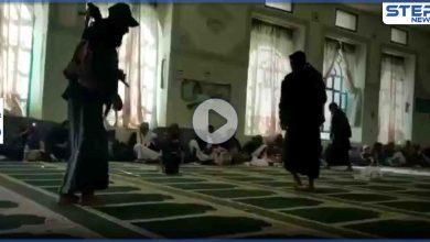 """بالفيديو   محوّلين المسجد إلى قاعة احتفال... جماعة الحوثي ترقص داخل مسجد بعد مضغ """"القات"""""""