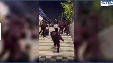 بالفيديو|| مشاجرة جماعية وضرب بالأيادي وتراشق بالألفاظ البذئية وسط مجمع بالرياض وردة فعل رجل تثير الجدل