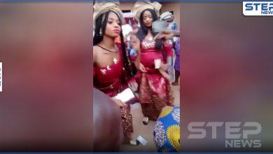 بالفيديو || إحداهما حامل.. شقيقتان تتزوجان من رجلٍ واحد في نيجيريا