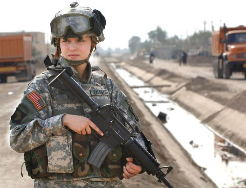 من بينها أحمر الشفاه.. الجيش الأمريكي يعدل معايير مظهر المجندات في صفوفه