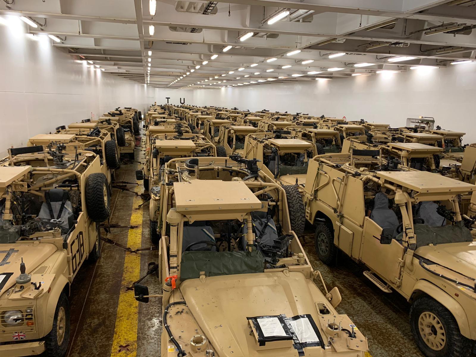 بالصور || بريطانيا تمد الجيش اللبناني بعشرات المدرعات لضبط الحدود مع سوريا