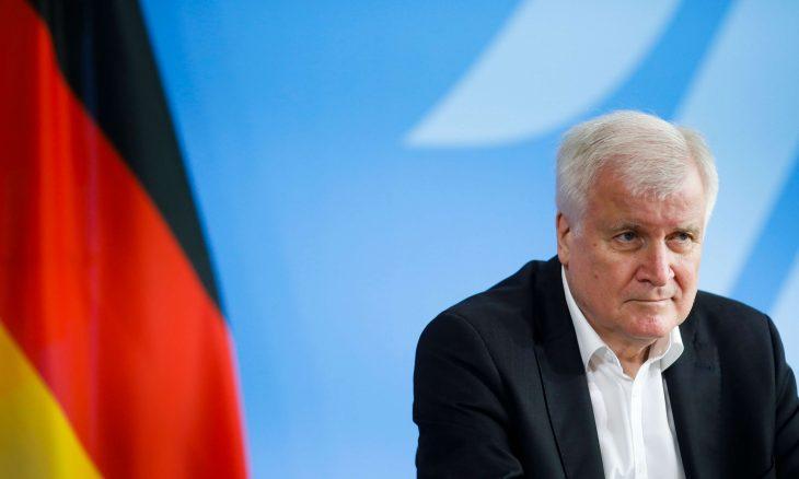 أحبطنا هجومًا إرهابيًا... وزير الداخلية الألماني يتحدث عن اعتقال الأشقاء السوريين الثلاثة