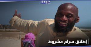 """منها عدم إبداء رأيه.. هيئة تحرير الشام تفرج عن الصحفي الأمريكي """"بلال"""" بشروط"""