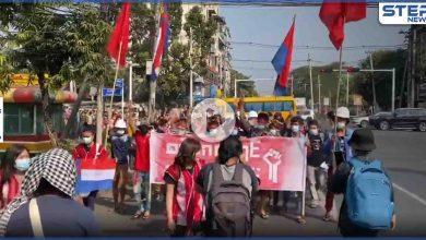 بالفيديو || طرق جديدة للاحتجاج ضد الانقلاب في ميانمار ومجلس الأمن يهاجم