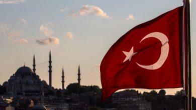 علم تركيا يقود شرطيا مصريا للتقاعد المبكر