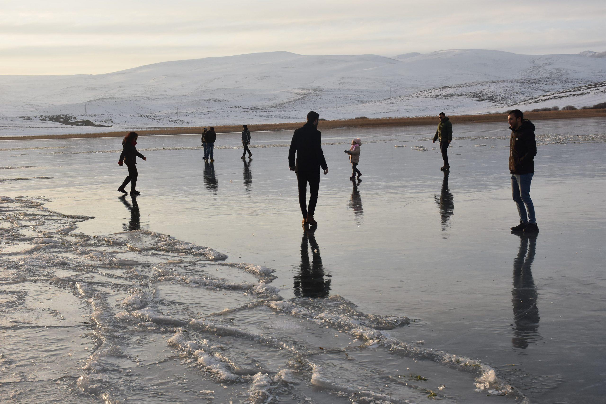 بحيرة تشلدر المتجمدة في قارص