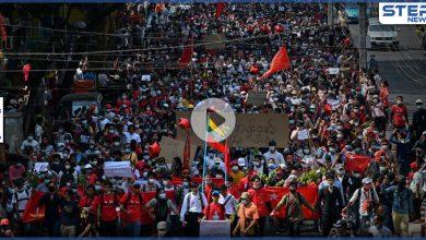 """""""نحن مستعدون للموت"""".. احتجاجات ميانمار تصرّ على الإطاحة بالانقلابيين"""