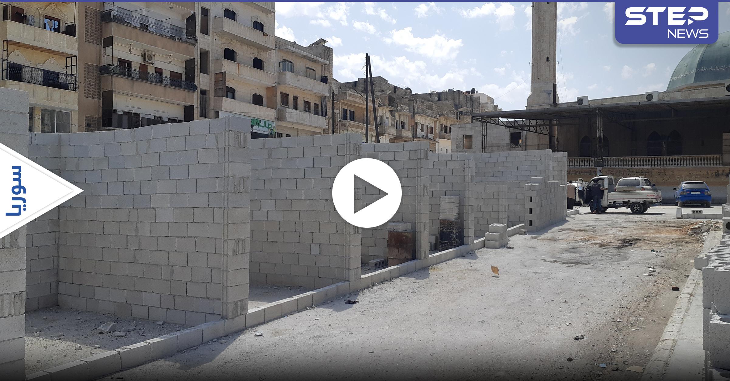 """بالفيديو   """"حكومة الإنقاذ"""" تتذرع بالعشوائيات وتسعى للسيطرة على عقارات دخل إدلب عبر أسلوب خاص"""