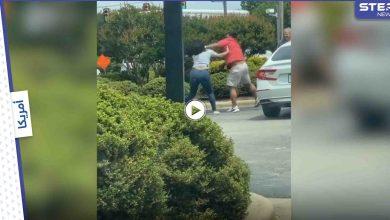 بالفيديو|| بصقا على بعضهما وتضاربا.. شجار عنيف بين رجل وامرأة قرب محطة وقود في أمريكا