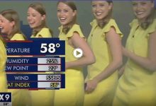 شاهد بالفيديو|| مذيعة تدخل في نوبة هستيرية من الضحك بسبب خطأ تقني أثناء بث مباشر وتختتمها برقصة ساخرة