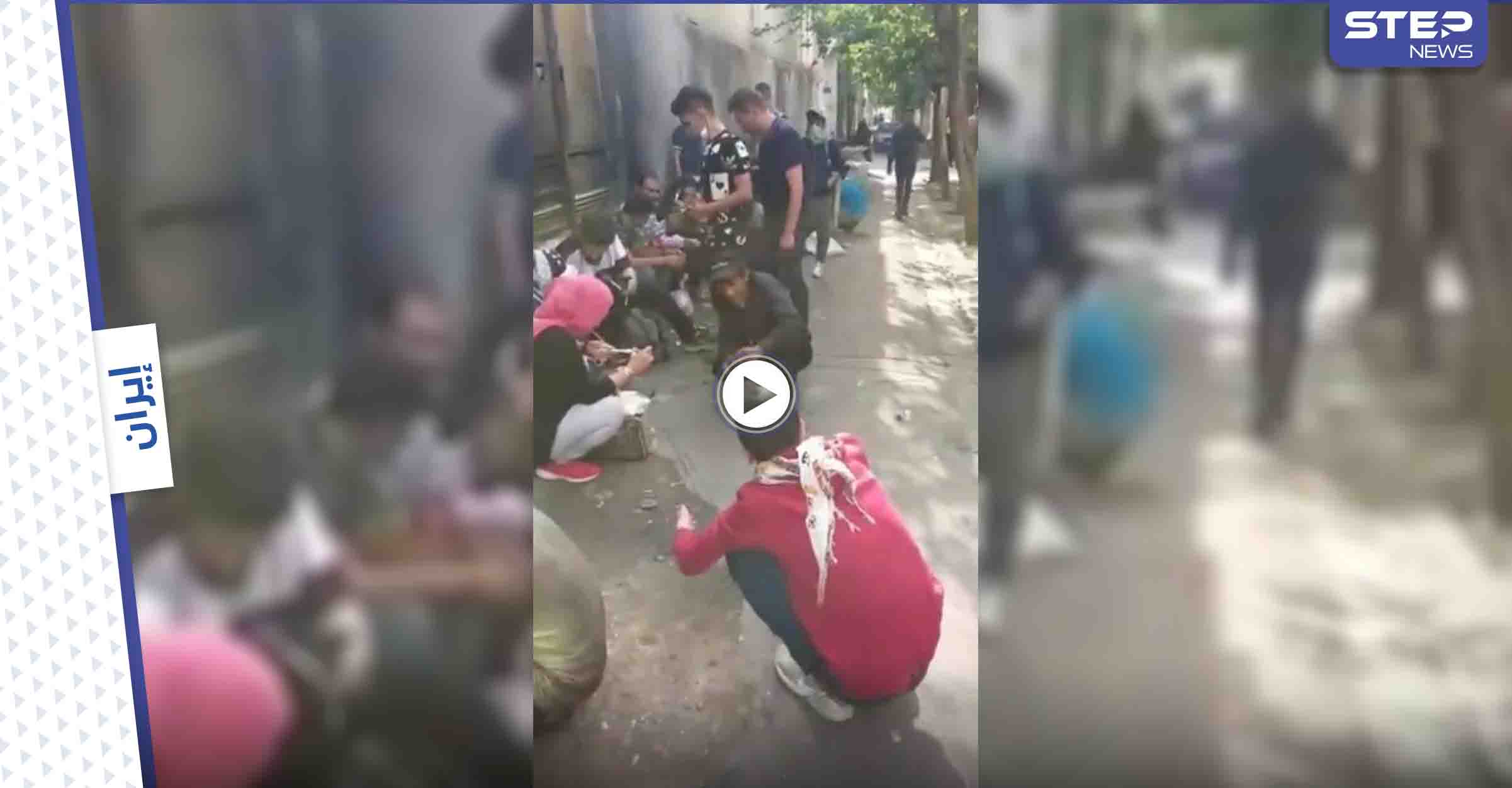 """أحداث ساخنة في إيران.. شاب يحرق سيارته ويصف خامنئي بـ""""الضبع"""" وحفلة تعاطي جماعية أمام الكاميرات (فيديو)"""