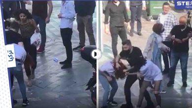 بالفيديو|| نقاش يتحول لشجار عنيف بين 3 فتيات في غازي عينتاب التركية.. والحاضرون فضّوا النزاع