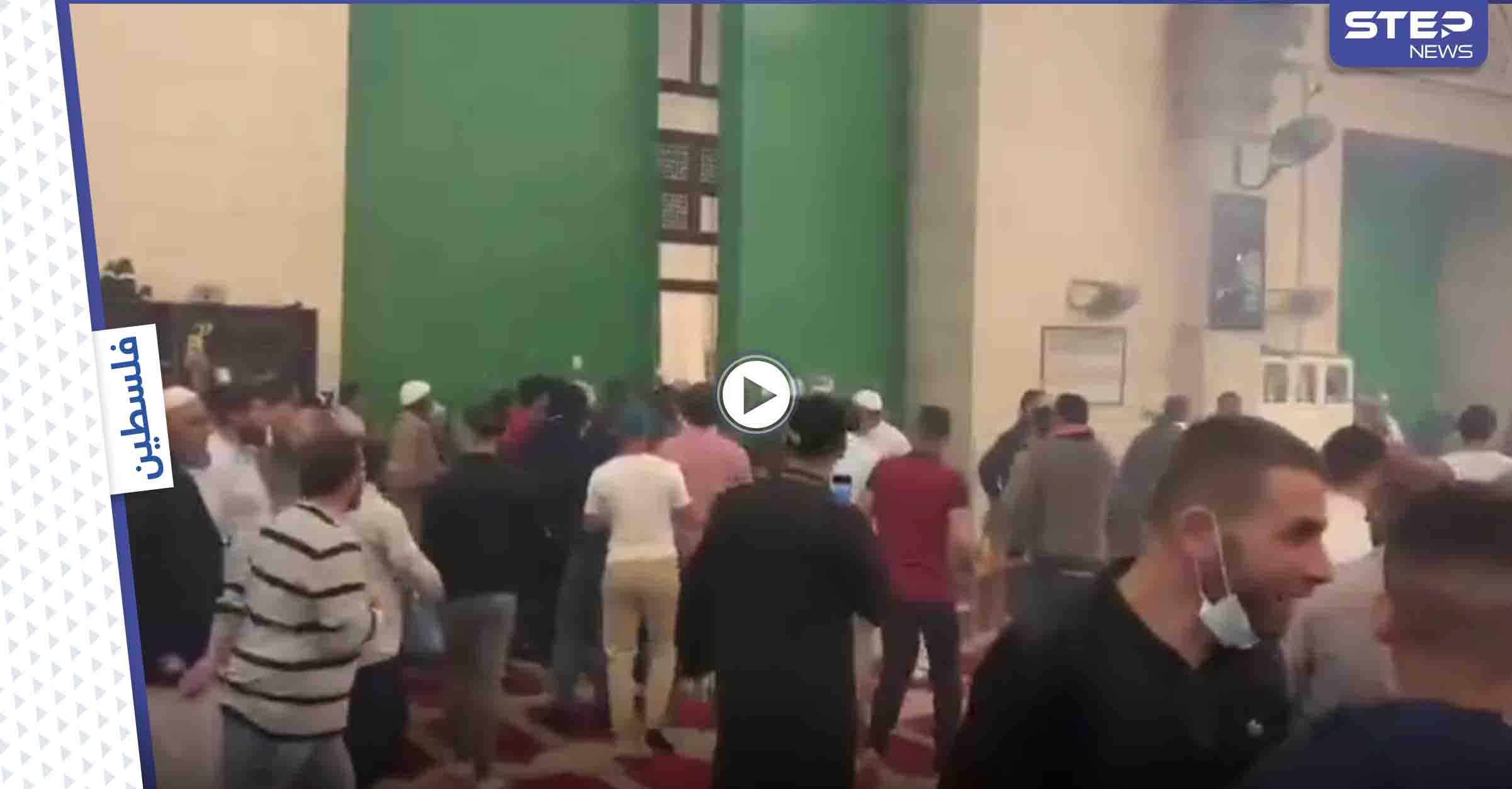 بالفيديو || اقتحام المسجد الأقصى يخلف مئات الجرحى.. وإدانات عربية ودولية وعباس يدعو لانعقاد مجلس الأمن