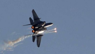 """طيران إسرائيلي يقصف آلية """"تنقل أسلحة"""" على الحدود السورية اللبنانية"""