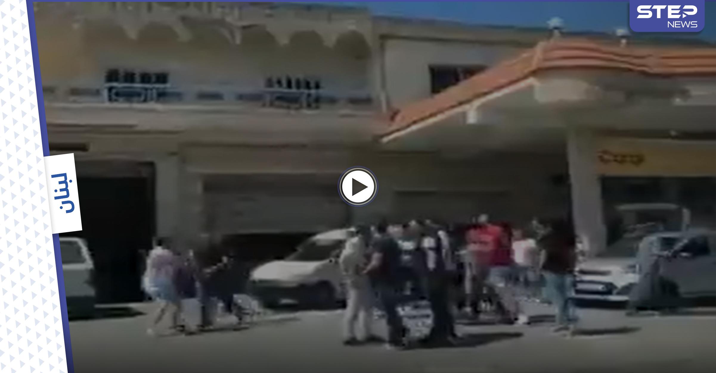 بالفيديو   شجار عنيف وتضارب مع إطلاق نار على محطات الوقود.. ومستشفيات لبنان بخطر