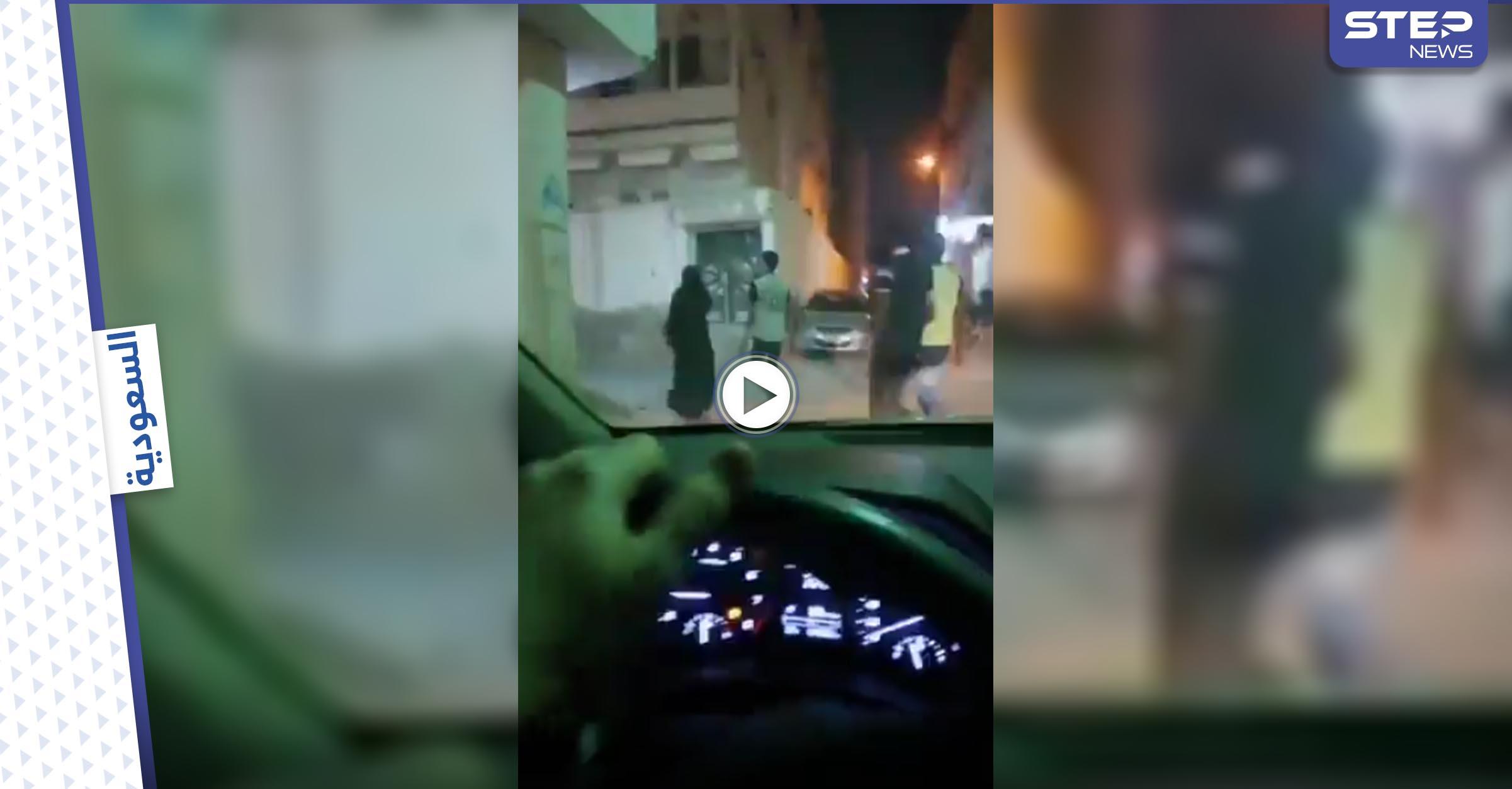 بالفيديو|| سعودي يوثق انتشار الأفعال المنافية للآداب بشكل علني بأحد شوارع جدة ويثير الغضب