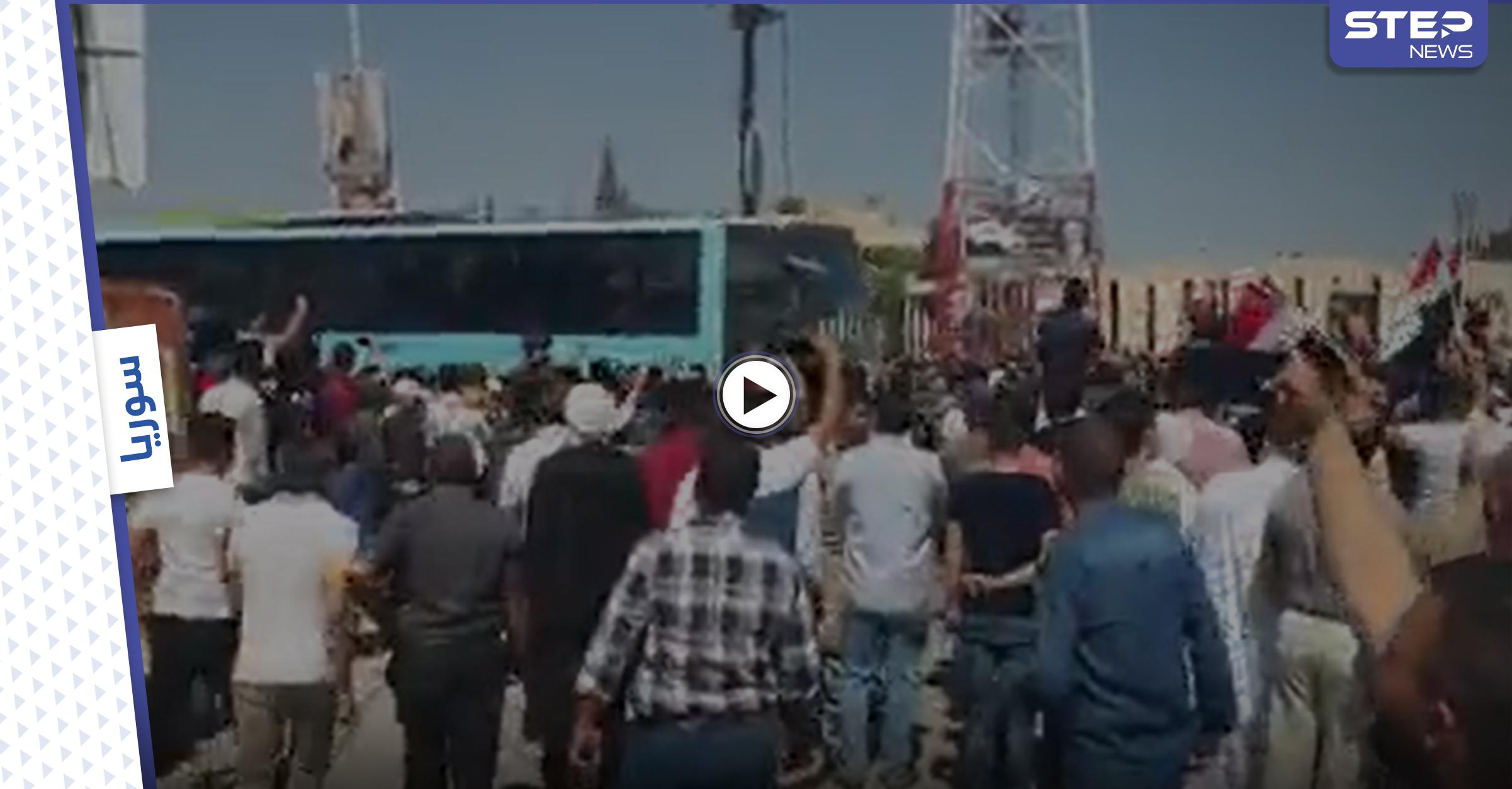 """""""إفراج خُلبي"""".. النظام السوري يُطلق سراح 28 معتقلاً من أبناء مدينة دوما (فيديو)"""