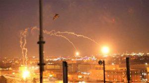 العراق.. صواريخ تسقط في المنطقة الخضراء واستهداف لأرتالٍ أمريكية بالناصرية