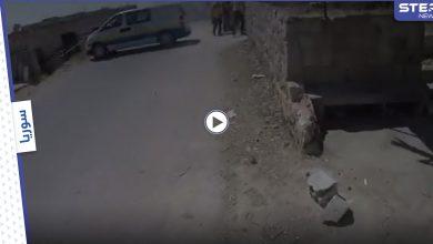 فيديو يحبس الأنفاس.. صحفي يوثق لحظة استهدافه في إدلب السورية