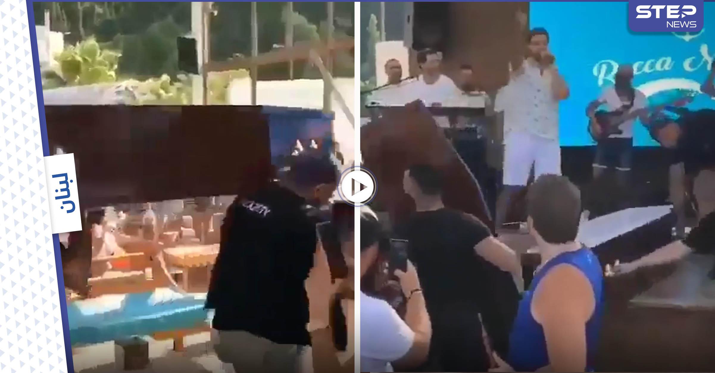بالفيديو   فنان لبناني بمشهد غير لائق يخرج من تابوت الموتى ويبدأ حفله الغنائي مثيراً الغضب
