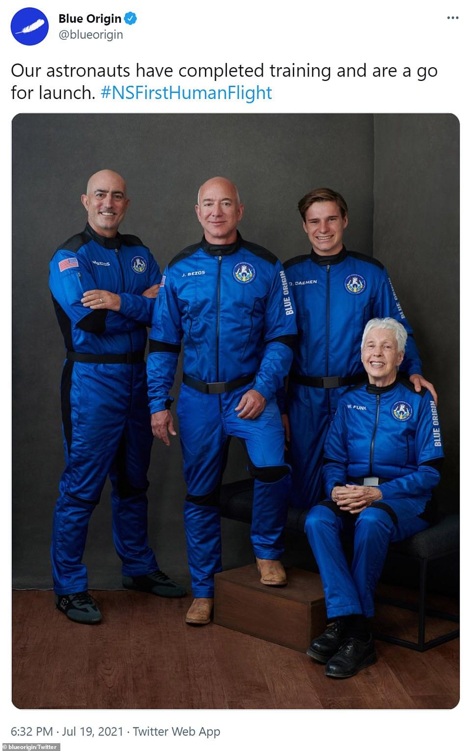 أغنى رجل بالعالم إلى الفضاء.. جيف بيزوس واللحظات الأخيرة قبل التحليق (فيديو وصور)
