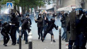 """مظاهرات ضد """"التصريح الصحي"""" في دول أوروبية واشتباكات مع الشرطة في باريس"""