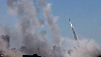 بالفيديو || صواريخ تستهدف مستوطنة إسرائيلية قرب الحدود مع لبنان وإسرائيل ترد
