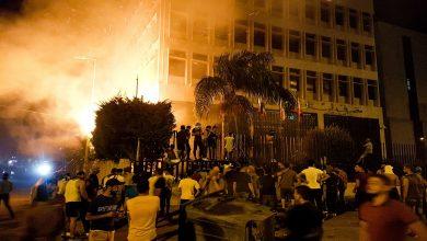 بذكرى انفجار مرفأ بيروت.. متظاهرون يقتحمون شركة عامّة والصليب الأحمر يكشف حصيلة مصابي التظاهرات
