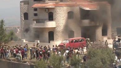 توتر في عكار.. محتجون يضرمون النار بمنزل صاحب الأرض التي انفجر فيها خزان الوقود (فيديو)