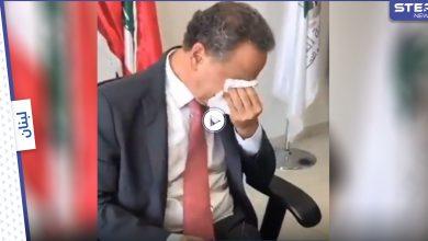 بالفيديو || وزير لبناني يبكي بحرقة لدى تسليمه المنصب.. ودياب يُستدعى للتحقيق