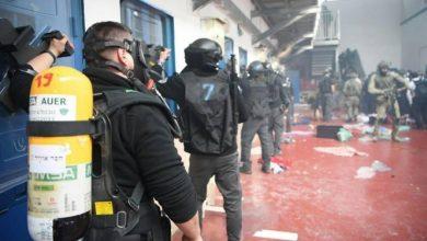 """الإعلام الإسرائيلي يرجّح استمرار المواجهات بالسجون وحركة فتح تصفها بالحملة """"غير المسبوقة"""""""