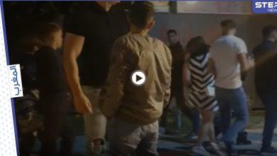 """بطريقة غير أخلاقية تبعها وسط طريق عام وجرّ ثوبها.. حادثة """"تحرش"""" تستفز الأمن المغربي (فيديو)"""