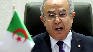 وزير الخارجية الجزائري يكشف السبب الذي قد يمكّن سوريا من حضور القمة العربية