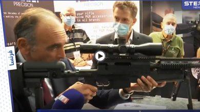 بالفيديو|| المرشح المثير للجدل لـ رئاسة فرنسا يوجه سلاحاً نحو الصحفيين في قاعة مكتظة بالحضور